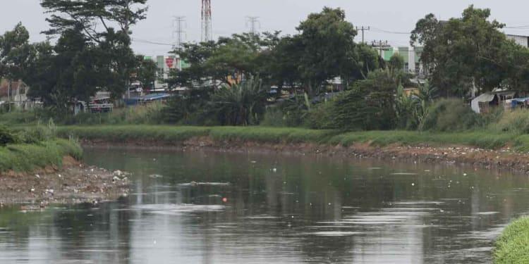 Ilustrasi sungai diduga tercemar limbah pabrik.