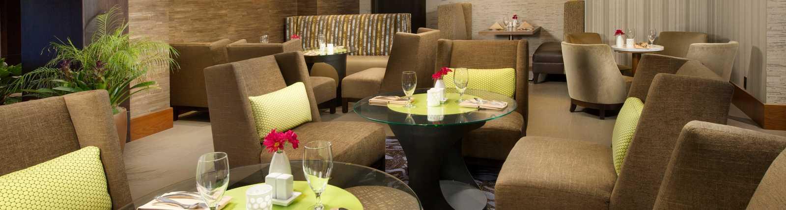 Lobby Restaurant Area
