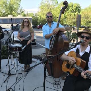 Laid Back Thursday Concert on the Lawn with Queen Bee & the Honeylovers
