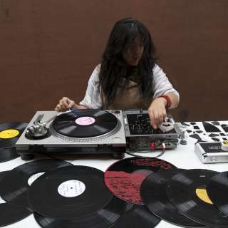 Maria Chavez - Solo turntable performance + workshop