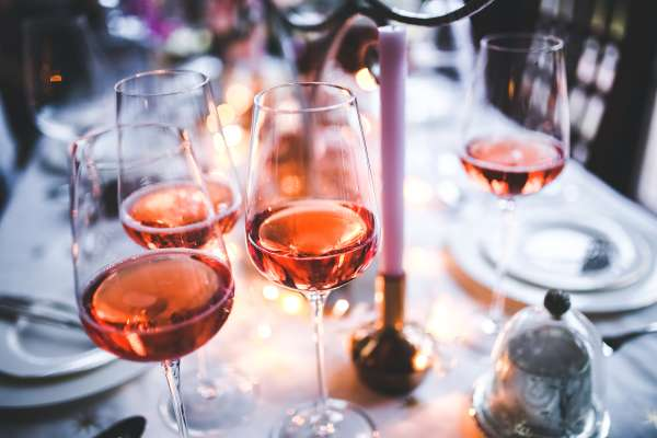 Wine Wednesdays and Ladies Night Thursdays -Miércoles de Vino y Jueves para Damas en Latin Bites