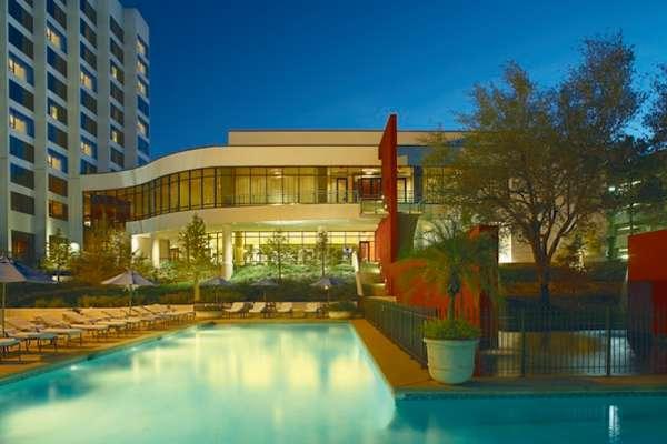 Escápese de vacaciones al Hotel Omni Houston- en Uptown Gallería – 20% de descuento