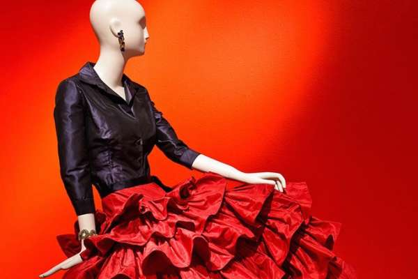 The Glamour and Romance of Oscar de la Renta