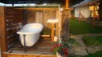 Campbell Farm Glamping Bathtub