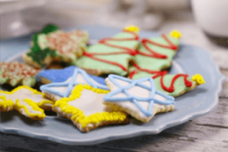 Class: Christmas in July: Family Gingerbread Cookie Decorating