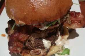 Red_Yeti_burger.jpg