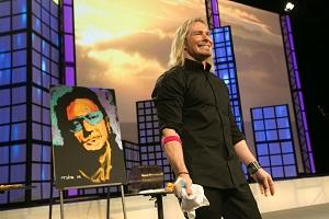 Erik Wahl shows off his artistic skills at a recent conference (© 2013 Collinson Media & Events)