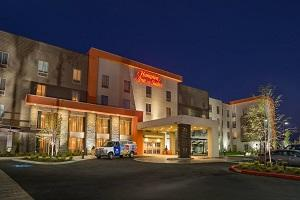 Hampton-Inn-Suites
