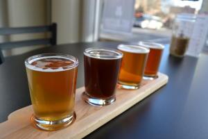 Beer-tasting-flight-dirty-hands