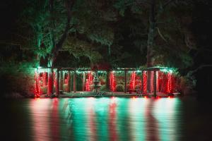 Enchanted Airlie - Swan Lake pergola