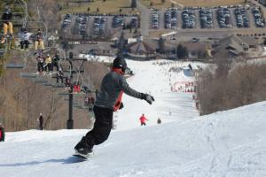 finger-lakes-bristol-mountain-canandaigua-winter-skiers
