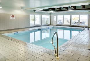 Lakeview Inn & Suites Brandon Pool