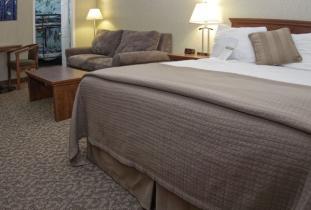 Royal_Oak_Inn_&_Suites.jpg