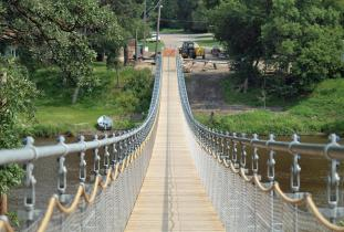 Town_of_Souris_CDC_-_Souris_Glenwood_-_Souris_Swinging_Bridge.jpg
