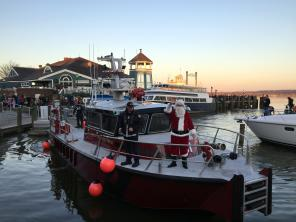 Santa arrives at marina
