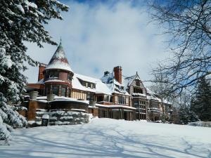 finger-lakes-sonnenberg-gardens-winter-exterior