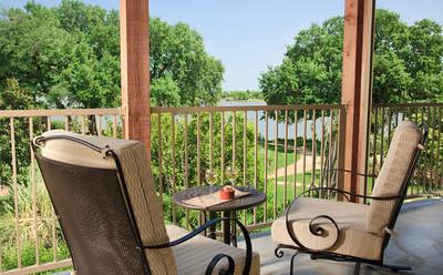 InnLG-balcony-1.jpg