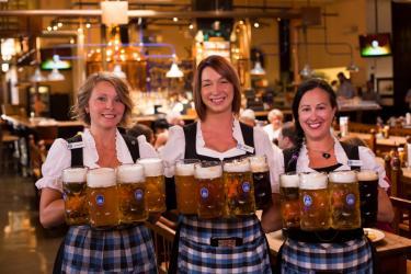Hofbrauhaus Bier Girls