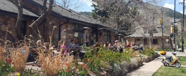 Outdoor patio at Alpine Modern Hill Boulder