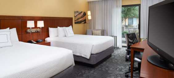 Courtyard Marriott MET Room