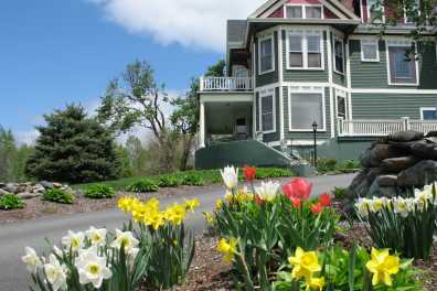 Spring Blooming at Greenville Inn