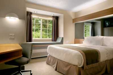 Single queen bedroom