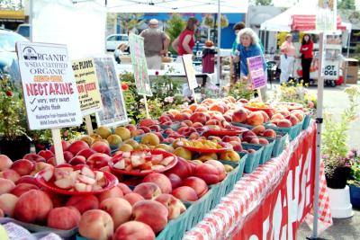 Spend a Day in Des Moines, Washington, Farmers Market