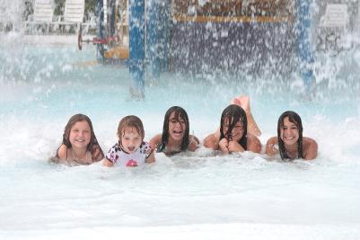 finger-lakes-roseland-waterpark-canandaigua-girls-getting-splashed-2