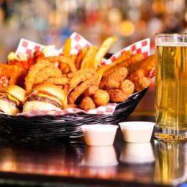Food basket with beer
