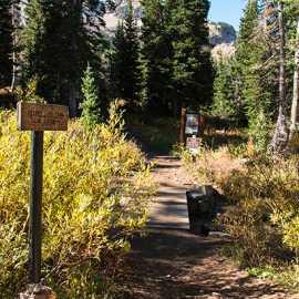 Cecret Lake trail marker, photo by Kyle Jenkins