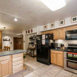 Fully equipped kitchen with double ovens