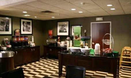 Hampton Inn & Suites Hotel Valparaiso Breakfast