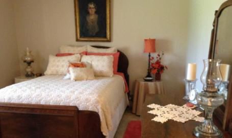 Moran Inn DeMotte B&B room