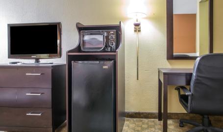 Quality Inn Merrillville Hotel room