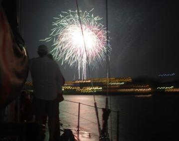 https://res.cloudinary.com/simpleview/image/upload/crm/newportri/Fireworks-600x400_ecace2d3-5056-b3a8-498c7a6c56568a0a.jpg