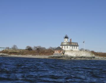 https://res.cloudinary.com/simpleview/image/upload/crm/newportri/Rose-Island-Lighthouse_8ca5630e-5056-b3a8-4920c77816283204.jpg