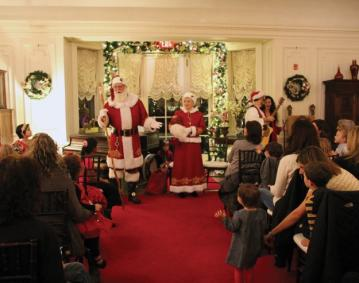 https://res.cloudinary.com/simpleview/image/upload/crm/newportri/Sing-Along-with-Santa_79fab4dc-5056-b3a8-496131210ffae285.jpg