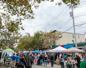 https://res.cloudinary.com/simpleview/image/upload/crm/newportri/broadway-street-fair_credit-Discover-Newport-6842_3bb69851-5056-b3a8-499cd0ba80806767.jpg