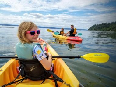 family-kayak-puget-sound-seattle