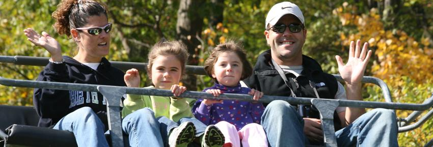 finger-lakes-bristol-mountain-canandaigua-fall-sky-ride-family-waving