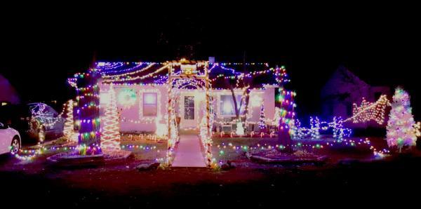 3220 Woodrow Avenue - Best Christmas Light Displays - EAST - Fort Wayne