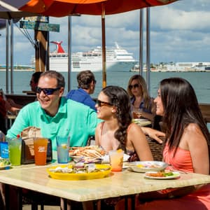 Waterside dining at Rusty