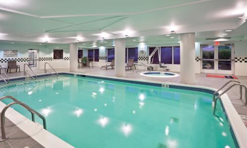 IMG_2600-HamptonInn-CliftonParkNY-pool