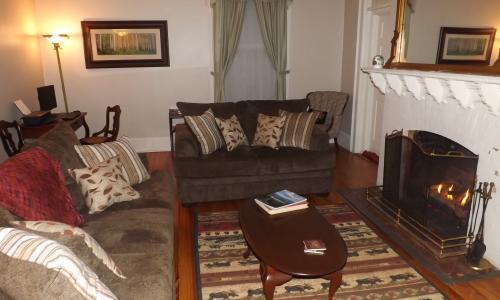 Geyser Lodge Living Room