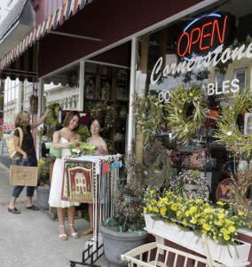Main Street Salem Shopping