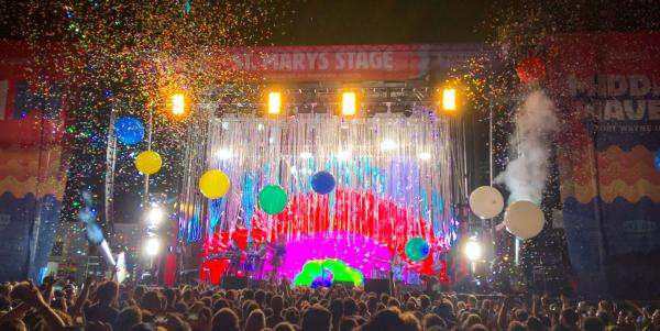 The Flaming Lips play Middle Waves in 2016