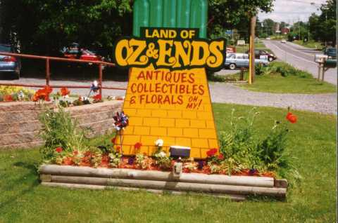 Oz and Ends Sign