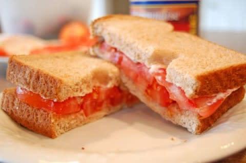 b2ap3_thumbnail_tomato-sandwich-done-1024x680