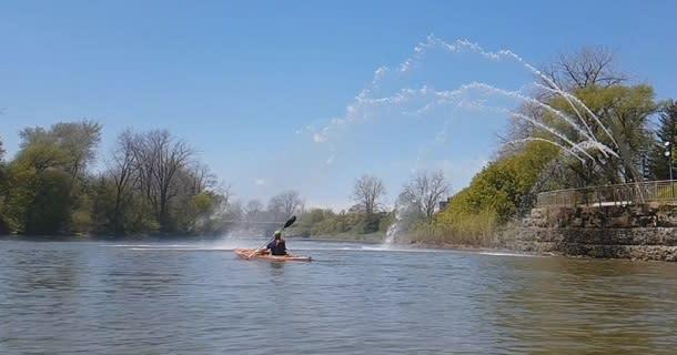 Man paddling in Thames River