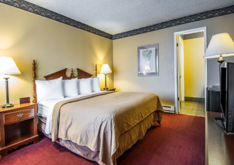 368P3quality-inn-eka-room2.jpg